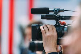Znalezione obrazy dla zapytania: dziennikarz definicja