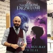 Za niebieskimi drzwiami - Oceny, opinie, ceny - Marcin Szczygielski -  Lubimyczytać.pl