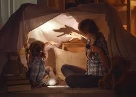 Zabawy dla dzieci w domu: fajne propozycje na zabawy i gry ruchowe,  kreatywne, muzyczne | Mamotoja.pl