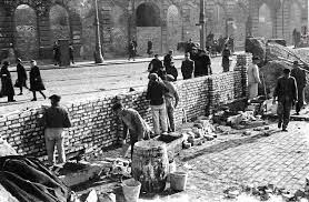 Getto warszawskie. 80 lat temu zatrzasnęły się bramy. Zamknęły setki  tysięcy ludzi w małym skrawku Warszawy