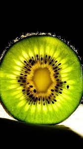 Owoc kiwi w przekroju - Tapeta na telefon