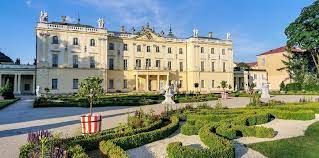 Pałac Branickich - Wersal Północy. Atrakcje w Białymstoku - Hasające Zające